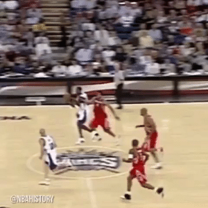 The elevation Gerald Wallace got on this poster was absurd😤 https://t.co/gILB0b1EAg: The elevation Gerald Wallace got on this poster was absurd😤 https://t.co/gILB0b1EAg