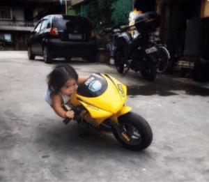The little girl on her way to get revenge on the monkey that dragged her: The little girl on her way to get revenge on the monkey that dragged her