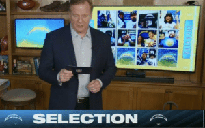 The NFL not being able to find 12 Chargers fans to fill the screen during the draft is one of the funniest things I've ever seen https://t.co/vkCMZ6GFTN: The NFL not being able to find 12 Chargers fans to fill the screen during the draft is one of the funniest things I've ever seen https://t.co/vkCMZ6GFTN