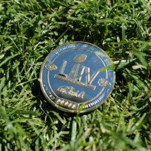 The official coin of #SBLIV!  📺: #SBLIV | 6:30pm ET on FOX 📱: NFL app // Yahoo Sports app https://t.co/CVzBoXh5HE: The official coin of #SBLIV!  📺: #SBLIV | 6:30pm ET on FOX 📱: NFL app // Yahoo Sports app https://t.co/CVzBoXh5HE