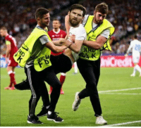 Memes, Goal, and Ronaldo: The pitch invader last night who stopped Ronaldo from scoring the goal https://t.co/U8Ai3P8MvC