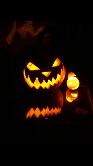 The pumpkins I made with my father for Halloween (he made the one in the right): The pumpkins I made with my father for Halloween (he made the one in the right)