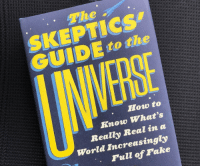 novelty-gift-ideas:  The Skeptics' Guide To The Universe  : The  SKEPTICs  GUIDE to the  How to  Know Whats  Really Real in a  World Increasingly  Full of Pake novelty-gift-ideas:  The Skeptics' Guide To The Universe