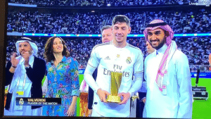 They got Federico Valverde out of his early shower and handed him the official Player of the Match trophy in front of the Atlético players and fans... 😂🤣 https://t.co/Vga4ZY6OGe: They got Federico Valverde out of his early shower and handed him the official Player of the Match trophy in front of the Atlético players and fans... 😂🤣 https://t.co/Vga4ZY6OGe