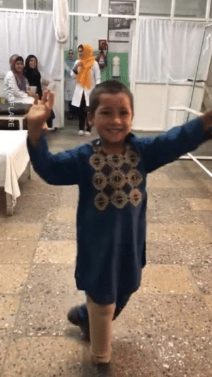 This boy in Afghanistan just got a new prosthetic leg and now he can't stop dancing in celebration 🙌❤️️: This boy in Afghanistan just got a new prosthetic leg and now he can't stop dancing in celebration 🙌❤️️