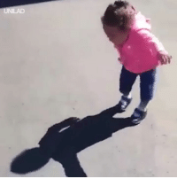 Dank, Girl, and 🤖: This little girl just discovered her shadow and her reaction was priceless... 😂😂