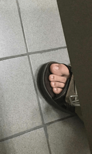 This man pooping next to me has the smallest toenail to big toe ratio Ive ever seen: This man pooping next to me has the smallest toenail to big toe ratio Ive ever seen