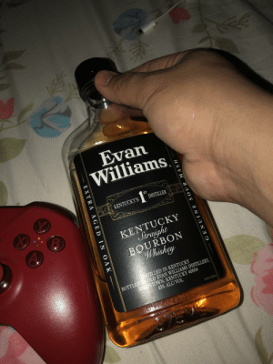 This one goes out to an awesome guy who I drank and chat with all night he explained why he drinks Evan Williams so I thought of him when I bought. Any who hope you're scrolling and see this. Cheers 👍: This one goes out to an awesome guy who I drank and chat with all night he explained why he drinks Evan Williams so I thought of him when I bought. Any who hope you're scrolling and see this. Cheers 👍