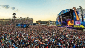 This was the Vive Latino festival in Mexico yesterday. This is AMLO's gvmt's response to COVID-19: This was the Vive Latino festival in Mexico yesterday. This is AMLO's gvmt's response to COVID-19