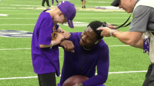 "Memes, Nfl, and Sports: This young @vikings fan had a shirt that said ""I met Stefon Diggs.""  Guess what happened next 💜@stefondiggs #Skol   📺: #OAKvsMIN -- 1 pm ET on FOX 📱: NFL app // Yahoo Sports app https://t.co/9N4cX0iBWK"