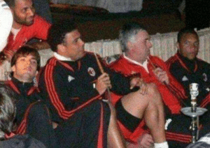 Throwback to Carlo Ancelotti, Kaka, Dida and Ronaldo chilling and doing shisha.   😎😎😎 https://t.co/htl58UCkIJ: Throwback to Carlo Ancelotti, Kaka, Dida and Ronaldo chilling and doing shisha.   😎😎😎 https://t.co/htl58UCkIJ