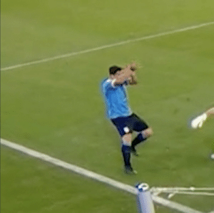 Throwback to Luis Suarez appealing to the referee for a handball from the keeper. Classic Suarez. 😭😂 https://t.co/gekl8pBS7A: Throwback to Luis Suarez appealing to the referee for a handball from the keeper. Classic Suarez. 😭😂 https://t.co/gekl8pBS7A