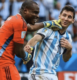 Throwback to when Nigerian goalkeeper Vincent Enyeama wanted to touch Lionel Messi to check if he's human😂👽 https://t.co/pKCMTefvzS: Throwback to when Nigerian goalkeeper Vincent Enyeama wanted to touch Lionel Messi to check if he's human😂👽 https://t.co/pKCMTefvzS