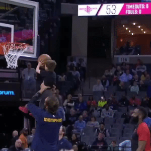 Joakim Noah gives a young fan a lift and James Harden cheers 'em on 💪😊: TIMEOUTS: 8  FOULS:0  116  rum  MEMPHIS Joakim Noah gives a young fan a lift and James Harden cheers 'em on 💪😊