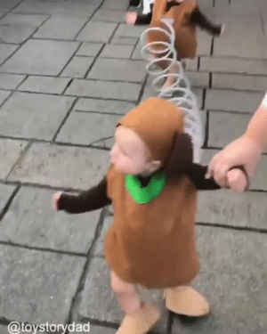 This Toy Story Slinky Dog costume is too cute for words 😍  Credit: Toy Story Dad: @toystorydad This Toy Story Slinky Dog costume is too cute for words 😍  Credit: Toy Story Dad