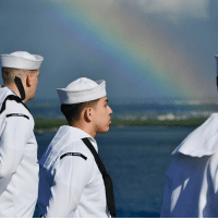 Memes, Navy, and Pearl Harbor: U.S. Navy Sailors man the rails aboard the aircraft carrier USS Nimitz, as the ship prepares to moor at Joint Base Pearl Harbor-Hickam. (📷: Mass Communication Specialist 3rd Class Ian Kinkead)