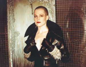 unhollywood-blog:Sigourney Weaver on the set ofAlien 3 (1992)  Sweet dreams are made of this 🎤😫: unhollywood-blog:Sigourney Weaver on the set ofAlien 3 (1992)  Sweet dreams are made of this 🎤😫