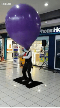 Dank, 🤖, and Street: UNILAD  hone Ho  Un The most entertaining street performer I have ever seen 😂🎈