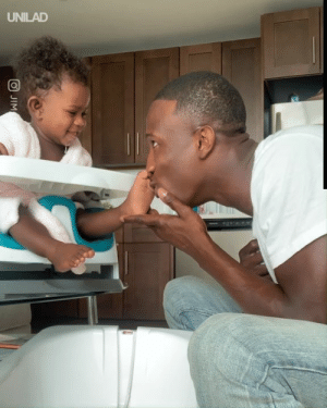 This dad giving his daughter a pedicure is the sweetest thing ever! 😍💅: UNILAD  JIM This dad giving his daughter a pedicure is the sweetest thing ever! 😍💅