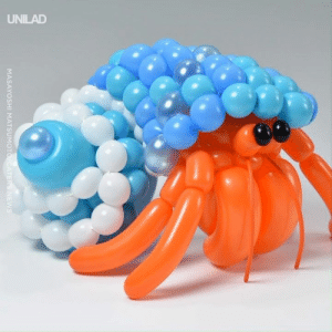 Dank, News, and 🤖: UNILAD  MASAYOSHI MATSUMOTO/CATERS NEWS This guy out here making hermit crabs out of balloons and I can't even tie one up! 🎈🔥