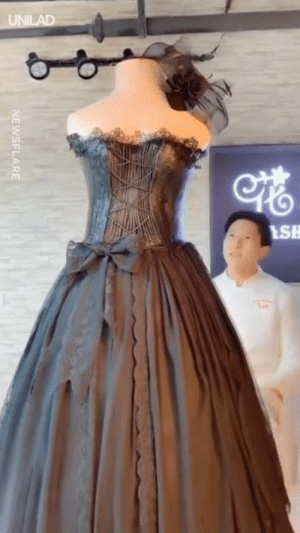 Dank, Dress, and Wedding: UNILAD  SH  NEWSFLARE This baker creates lifesize wedding dress cakes and they look incredible 😍😍