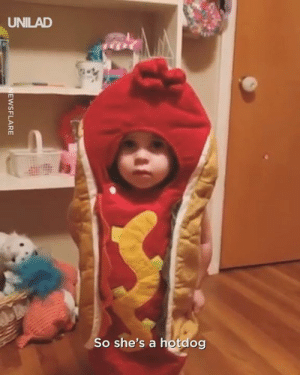 Dank, Time, and 🤖: UNILAD  So she's a hotdog This kid absolutely NAILED bed time 😂😂👏