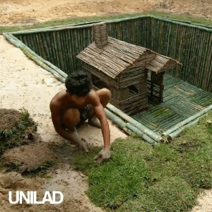 These guys build the most amazing underwater villa. The detail is SO impressive! 😱😍: UNILAD These guys build the most amazing underwater villa. The detail is SO impressive! 😱😍