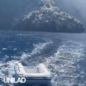 These tourists witnessed a huge volcano erupting while out sailing 😱🌋: UNILAD These tourists witnessed a huge volcano erupting while out sailing 😱🌋