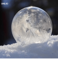 Dank, Snow, and 🤖: UNILAD This freezing bubble is basically a natural snow globe! ❄️👌