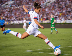 "USWNT star Carli Lloyd is ""seriously considering"" pursuing a career as an NFL kicker, per MrogersFOX/Twitter  ▪️ Hit 55-yard FG at Eagles practice ▪️""Several NFL teams"" have been in touch ▪️ One team offered her a preseason spot: USA USWNT star Carli Lloyd is ""seriously considering"" pursuing a career as an NFL kicker, per MrogersFOX/Twitter  ▪️ Hit 55-yard FG at Eagles practice ▪️""Several NFL teams"" have been in touch ▪️ One team offered her a preseason spot"
