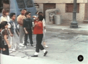 Alfonso Ribeiro, Fresh, and Prince: utabay:  nazeem38:  exxpensiveslang:  shroomyloomyland:  That awkward moment when you moonwalk into MJ  I will reblog this forever.  Fun Fact: That kid is actually Alfonso Ribeiro, AKA Carlton from Fresh Prince.  THIS WOULD ONLY HAPPEN TO CARLTON
