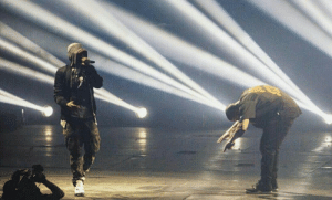 Drake, Eminem, and Gucci: uze:  gucci-flipflops:  Drake bowing down to eminem  Drake doing the right thing