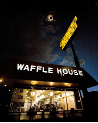 Target, Tumblr, and Waffle House: WAFFLE HOUSE  lu meow-the-betelgeusian:  i wanna know who spent a once-in-a-lifetime event to take this horrifying aesthetically-pleasing picture
