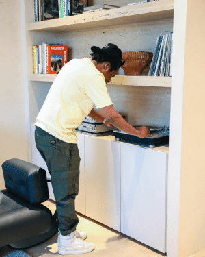 What vinyl do yall think Jay Z is spinning? 🤔: What vinyl do yall think Jay Z is spinning? 🤔