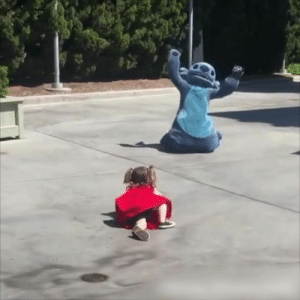 Being Alone, Disneyland, and Girl: When this little girl fell over at Disneyland, Stitch made sure she didn't feel alone 🙌❤️
