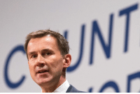 "Wonderful photo of Jeremy Hunt taken at the Tory party conference in front of a sign saying ""A Country That Works For Everyone"".  >>> http://www.thepoke.co.uk/2016/10/04/photo-jeremy-hunt-tory-party-conference-saying-everyone-thinks/"