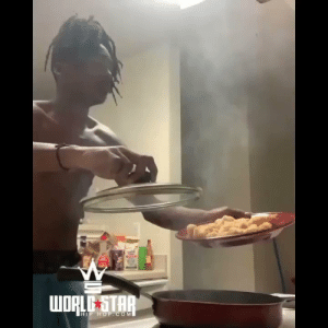 Buddy was about to burn the house down! 🔥😳😂 (IG;breadway.dony) https://t.co/nEyTePNIvj: WORLE STAR  HIP HOP.COM Buddy was about to burn the house down! 🔥😳😂 (IG;breadway.dony) https://t.co/nEyTePNIvj