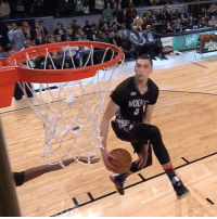 Dunk, Sports, and Zach LaVine: WOU  Wolk  左 @mntimberwolves rookie Zach LaVine brings the noise and wins the 2015 Slam Dunk Contest!