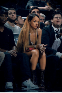 Rihanna just lights up the room with her presence: xd Rihanna just lights up the room with her presence