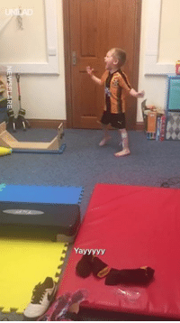 This is the moment four-year-old Ronnie, with cerebral palsy, walked by himself for the first time 👏❤️️: Yayyyyy This is the moment four-year-old Ronnie, with cerebral palsy, walked by himself for the first time 👏❤️️