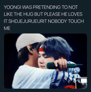 #BTS 🐾: YOONGI WAS PRETENDING TO NOT  LIKE THE HUG BUT PLEASE HE LOVES  IT SHDJEJURUEURIT NOBODY TOUCH  ME  DAYOFF for all your days #BTS 🐾