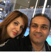 Beautiful, Memes, and Selfie: YOU A HAPPY FES Virender Sehwag clicks a selfie with his beautiful wife Aarti