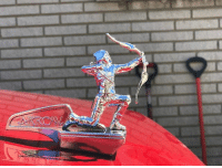 Your ride wouldn't be complete without Green Arrow to protect you along the way! Thanks for sharing this Arrow hood ornament from our SPEED crate, @kel_soloo ❤️: Your ride wouldn't be complete without Green Arrow to protect you along the way! Thanks for sharing this Arrow hood ornament from our SPEED crate, @kel_soloo ❤️