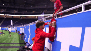 """You're my favorite player!""   @PatrickMahomes already making a young fan's day.❤️  (via @Chiefs) https://t.co/r1ge5OCZ0h: ""You're my favorite player!""   @PatrickMahomes already making a young fan's day.❤️  (via @Chiefs) https://t.co/r1ge5OCZ0h"